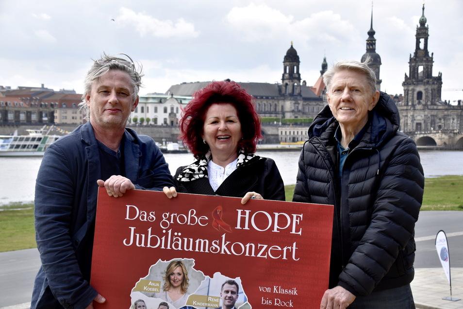 Matthias Pfitzner (l.), Viola Klein und Johannes Vittinghoff laden zum Hope-Konzert auf das Areal der Filmnächte am Elbufer ein.