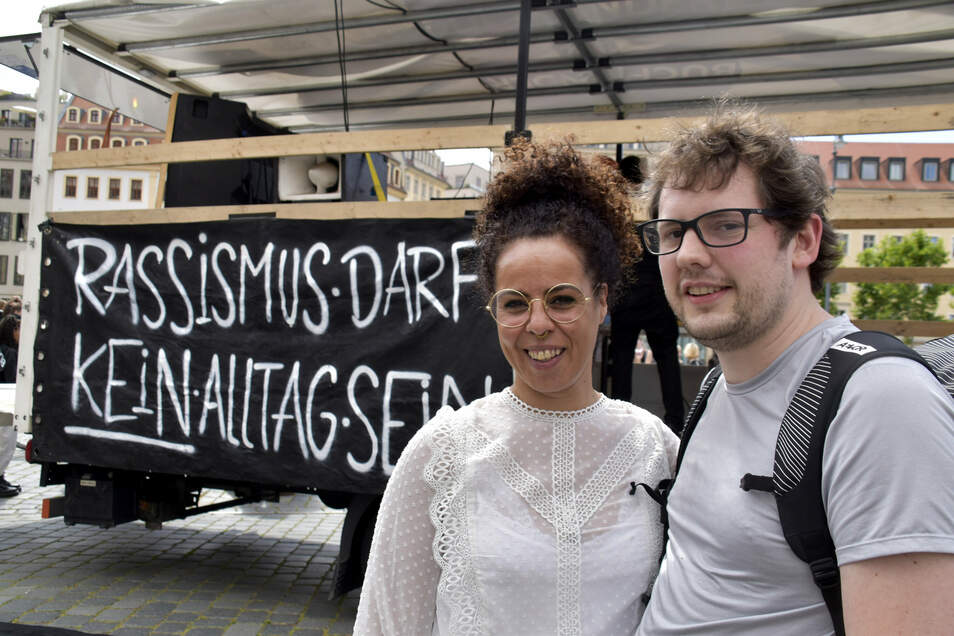 Auch Selma und Manuel nahmen an der Demo teil. Selmas Vater stammt aus Kuba. Sie selbst wurde in Nordrhein-Westfalen geboren und kam zum Studieren nach Dresden.