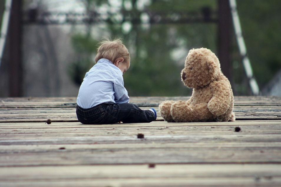 Das Jugendamt informiert, denn es werden liebevolle Eltern für die zeitweise Betreuung von Kleinkindern gesucht.