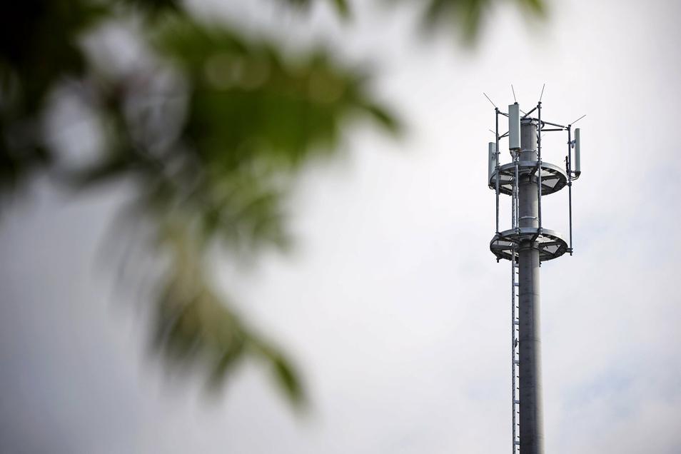 Diesen Funkmast hatte die Deutsche Funkturm unlängst in Röderau gebaut. Nun soll ein ähnliches Objekt - 40 Meter hoch - auch in Zeithain entstehen. Dort regt sich Protest.