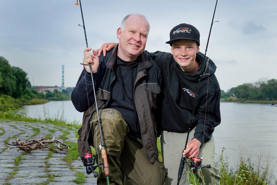 Kein Anglerlatein: Kay Aubrecht und sein Sohn Ben haben schon drei 60 bis 78 Zentimeter lange Zander und sechs ebenso große Hechte gefangen.