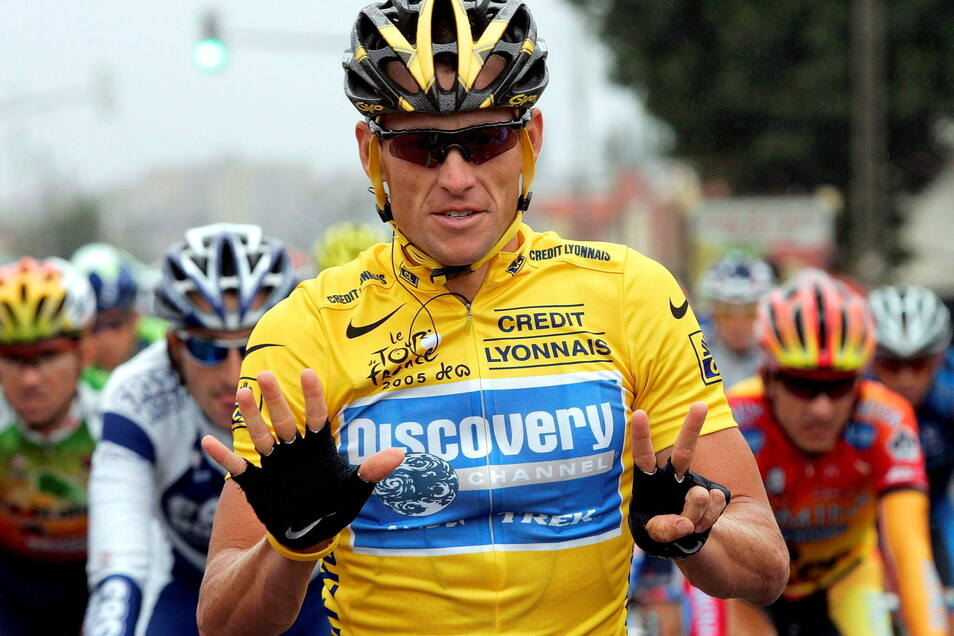 Seine sieben Tour-Siege hintereinander zählen nicht mehr: Lance Armstrong im Juli 2005 auf dem Weg nach Paris.