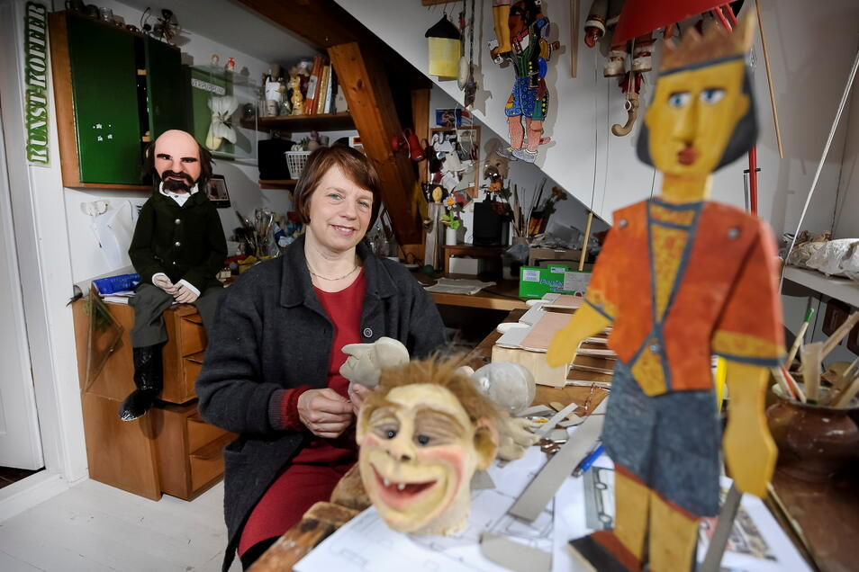 """Annekatrin Heyne bekam für ihr Projekt """"Kunstkoffer"""", mit dem sie regelmäßig auf den Lutherplatz kam, Unterstützung durch die Veoliastiftung."""
