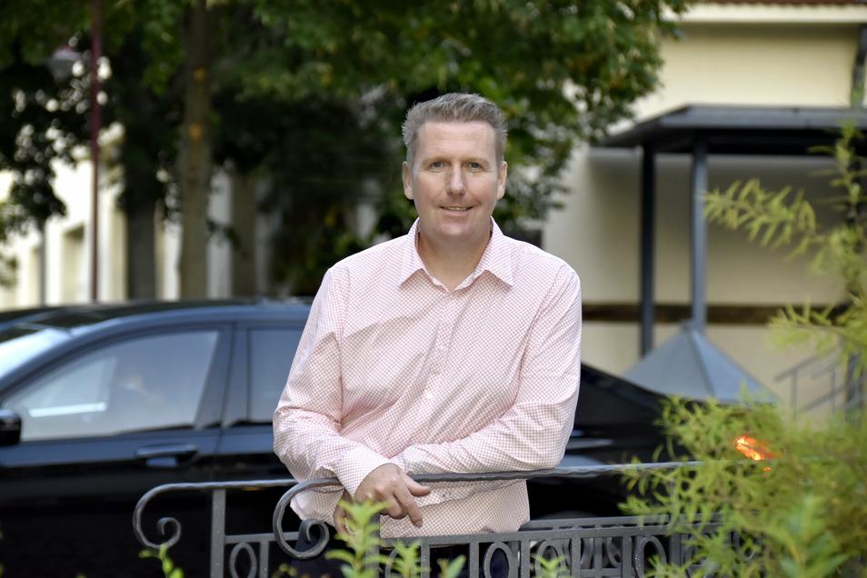 CDU-Bürgermeisterkandidat Frank Eisold ist 47 Jahre alt. Der Wirtschaftsingenieur ist verheiratet und hat zwei Kinder. Er ist Präsident des Karnevalsclubs Arnsdorf.