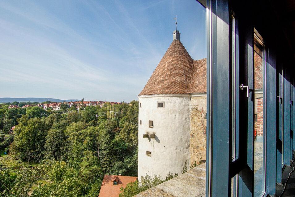 Blick auf den Burgwasserturm in Bautzen: Unbekannte hatten am Sonntag den Zugang versperrt und Scherben vergraben.
