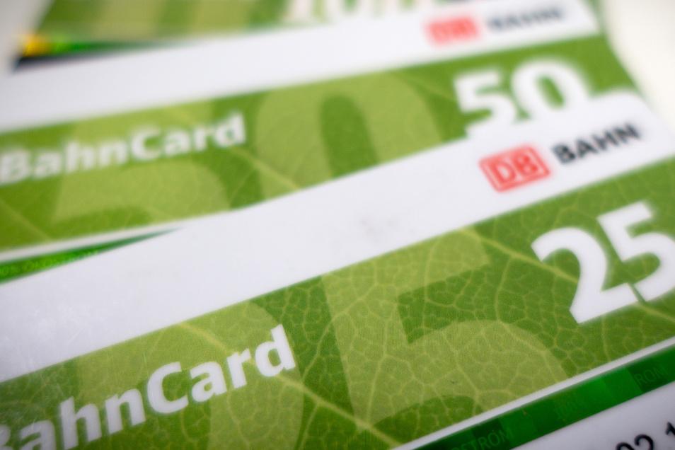 Die Bahncards 50 und 25 werden künftig zehn Prozent günstiger.