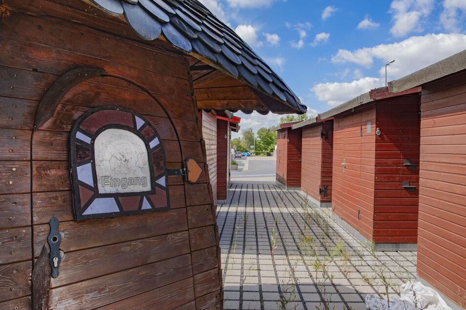 Die Hütten für den Weihnachtsmarkt stehen auf dem Gelände des Großenhainer Bauhofs bereit. Die Planungen unter Corona-Bedingungen laufen zumindest auf Hochtouren.