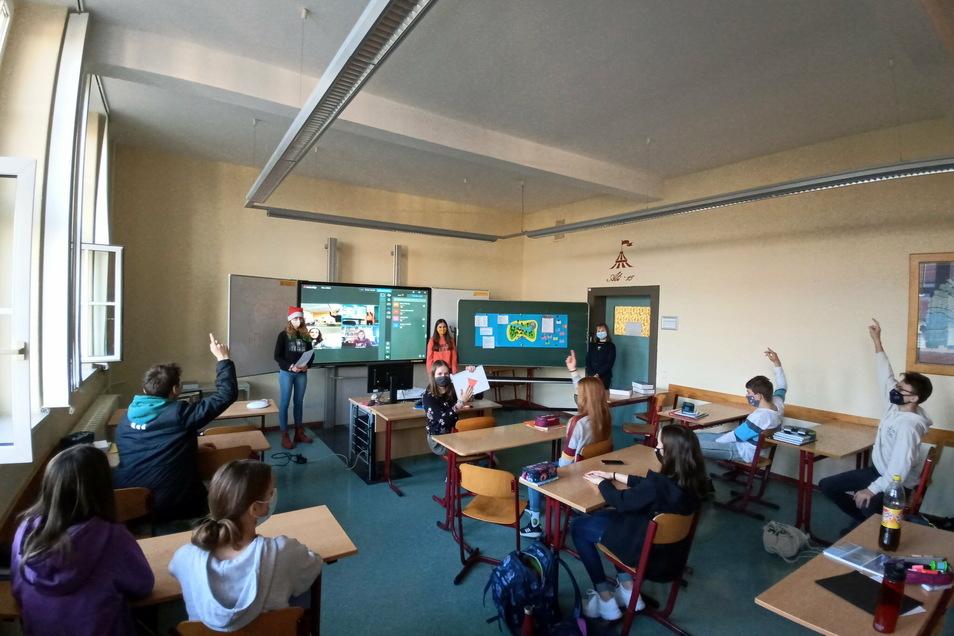Vortrag von daheim: Weil zwei Schülerinnen des Heisenberg-Gymnasiums in Quarantäne mussten, hielten sie ihr Referat per Videoschaltung.
