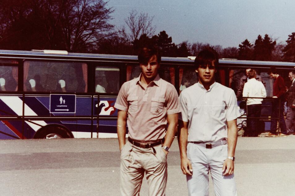 Jörg Stübner hatte der SZ zu Lebzeiten Einblick in sein privates Fotoalbum gegeben. Hier ist er mit Ulf Kirsten bei einer Auslandsreise.