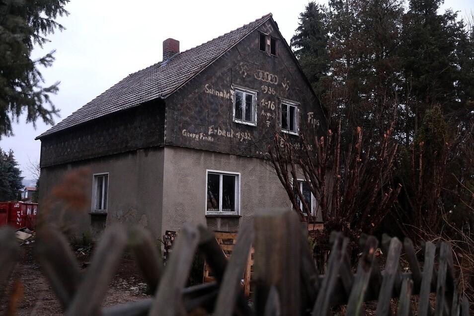 Auf der Rückseite des Hauses erinnern die Fassaden-Malereien an die Olympischen Spiele 1936 in Berlin. Foto: Tino Plunert