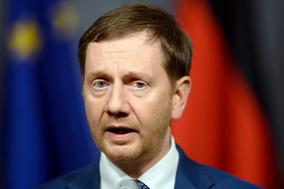 Michael Kretschmer (CDU), Ministerpräsident von Sachsen, informiert sich an der Basis über den Lockdown und sucht Lösungsansätze.
