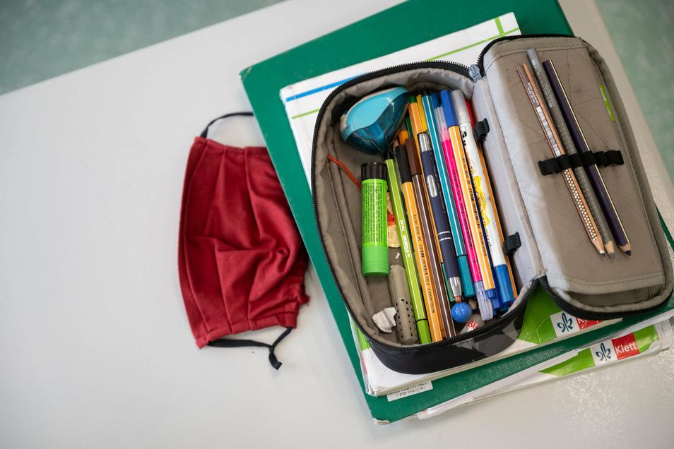 Mit oder ohne Mundschutz? Das entscheiden Dresdner Schulen individuell. Auch, ob Klassen nur getrennt auf den Schulhof dürfen, regeln die Schulen unterschiedlich.