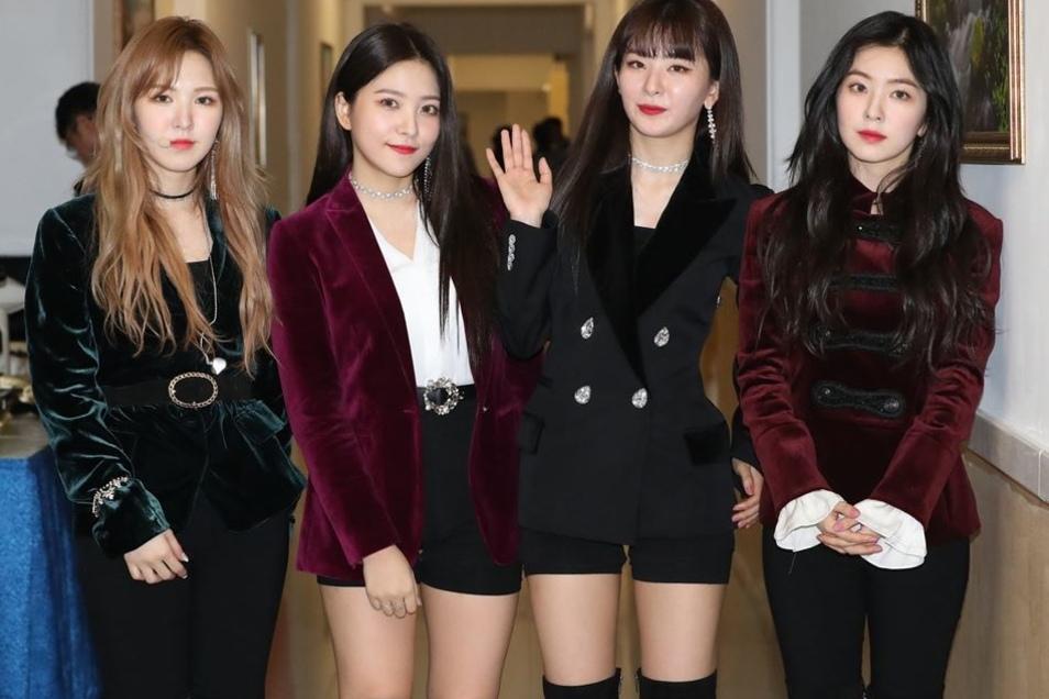 Die südkoreanische Girlgroup Red Velvet nach dem Konzert in Pjöngjang.
