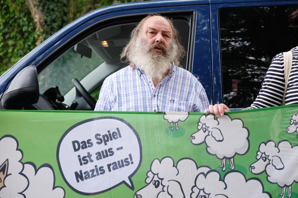 Lothar König wurde bundesweit bekannt, als sein Lautsprecherwagen 2011 nach einer Anti-Nazi-Demo in Dresden beschlagnahmt wurde.