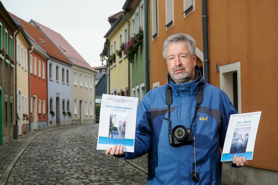 Gerald Svarovsky steht in der Brauhausgasse in Bischofswerda. Nicht nur hier hat sich in den vergangenen 30 Jahren viel verändert.