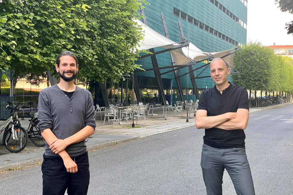 Biophysikprofessor Stephan W. Grill und der Wissenschaftler Teije Middelkoop vom Max-Planck-Institut für molekulare Zellbiologie und Genetik in Dresden.