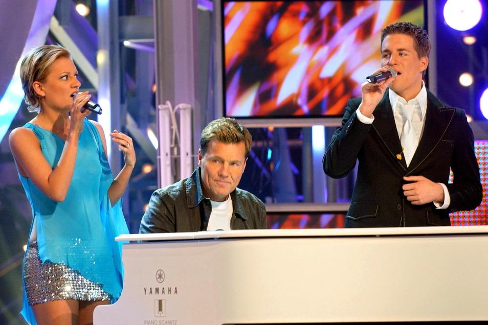 """Juliette Schoppmann und Alexander Klaws (r), werden bei den Proben zum 1. """"DSDS""""-Finale von Dieter Bohlen am Flügel begleitet. Klaws wurde 2003 Sieger der ersten Staffel."""