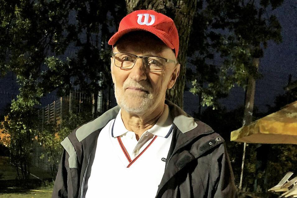 Ulf Nickel mit der Ehrennadelschatulle. Herzlichen Glückwunsch!