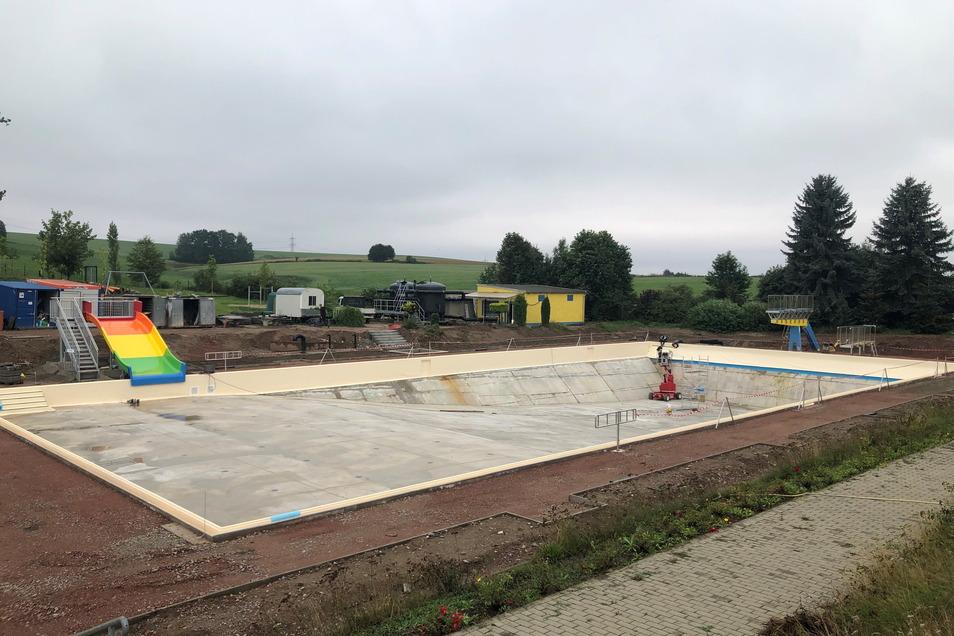 """Die Stadt Hainichen muss ihr Stadtbad auf Vordermann bringen. Weil das Bad auch ein Treffpunkt für die """"Dorfgemeinschaft"""" ist, konnte das Projekt mit Fördergeld unterstützt werden."""