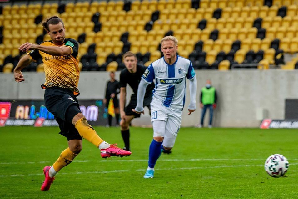 Voll erwischt: Yannick Stark nimmt Maß und trifft. Sein Schuss in der 54. Minute beschert Dynamo das Tor des Tages gegen Magdeburg und den ersten Heimsieg in dieser Saison.