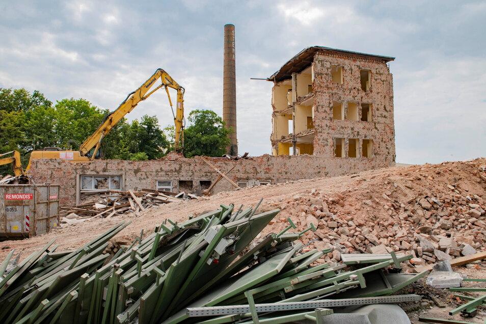 Schon im Juli verschwand alte Bausubstanz auf dem ehemaligen BTZ-Gelände. Jetzt erfolgt der nächste Abriss.
