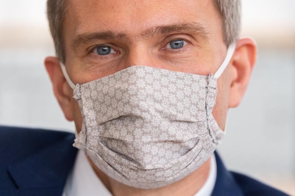 Wirtschaftsminister Martin Dulig (SPD) muss nach seiner Rückkehr aus Österreich sein Corona-Testergebnis abwarten.