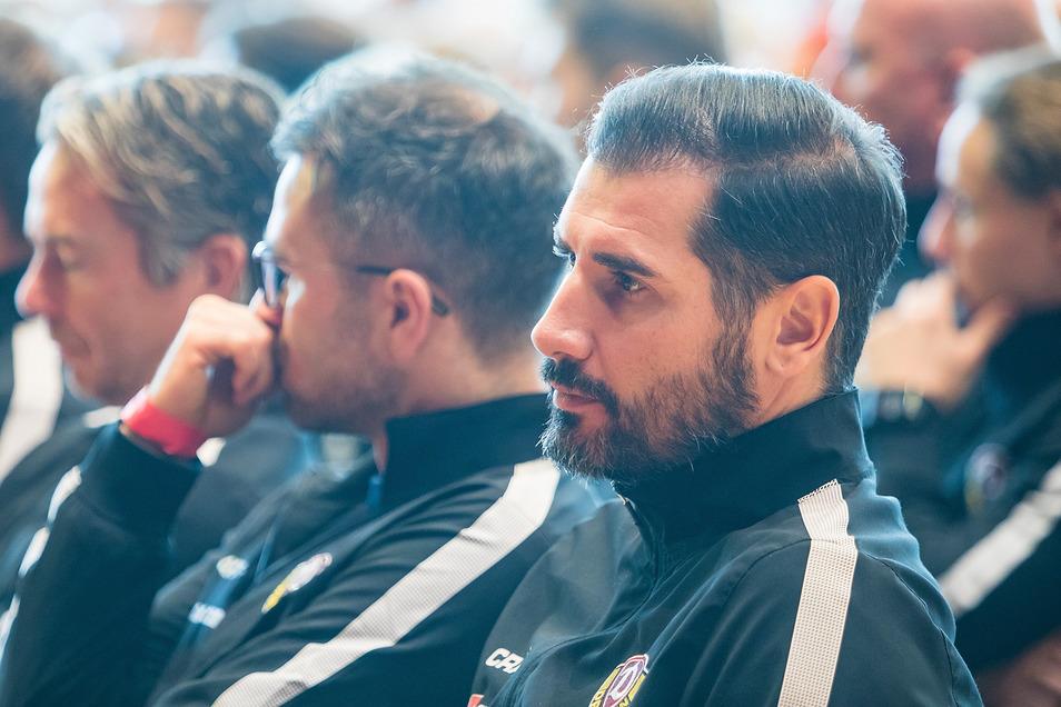 Cristian Fiel und seine Spieler stehen zu Beginn im Mittelpunkt der kritischen Mitglieder-Nachfragen.