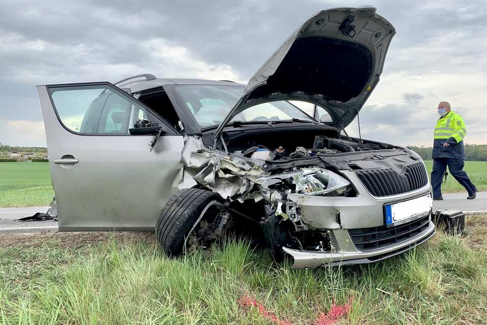 An den Fahrzeugen auf der S159 entstand ein massiver Sachschaden.