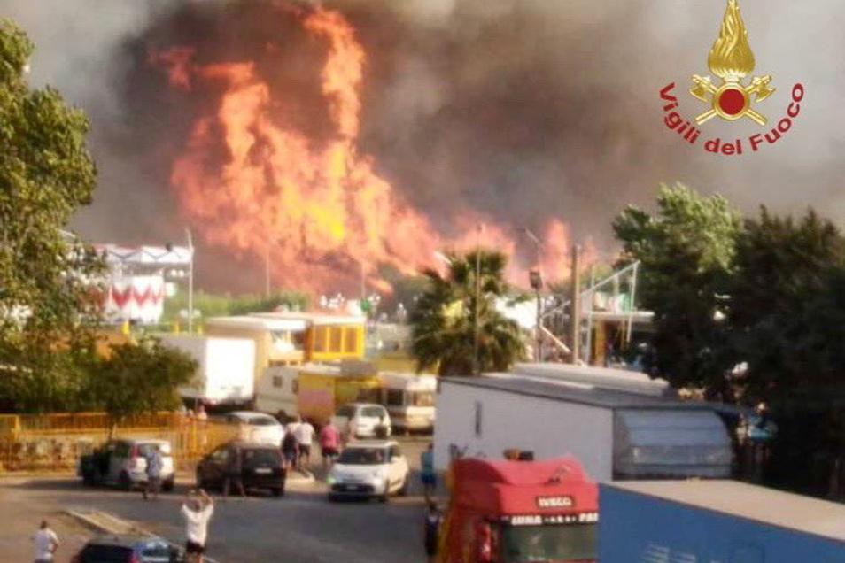 Die Behörden evakuieren Hotels, Campingplätze und Wohnhäuser der Adria-Gemeinde Campomarino Lido direkt am Meer.