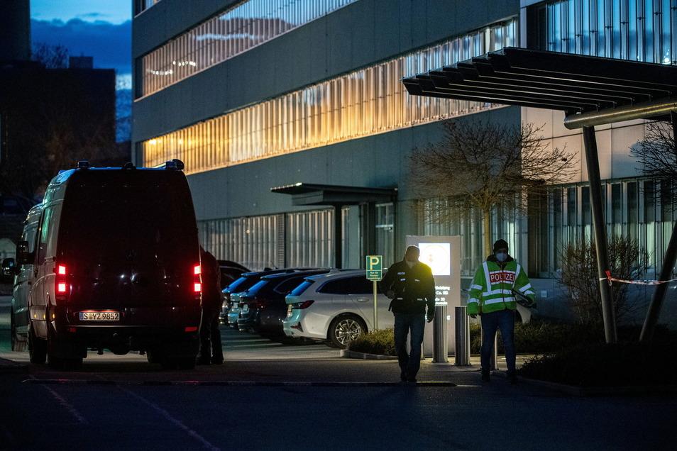 Bei einer Explosion im Lidl-Verwaltungsgebäude in Neckarsulm sind am Mittwoch drei Personen verletzt worden.