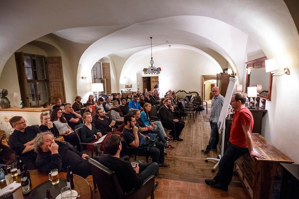 Im Oktober 2017 kamen viele Görlitzer ins Café Kugel, um mit Enrico Merker und Mike Altmann (v.r.) über Politik zu sprechen.