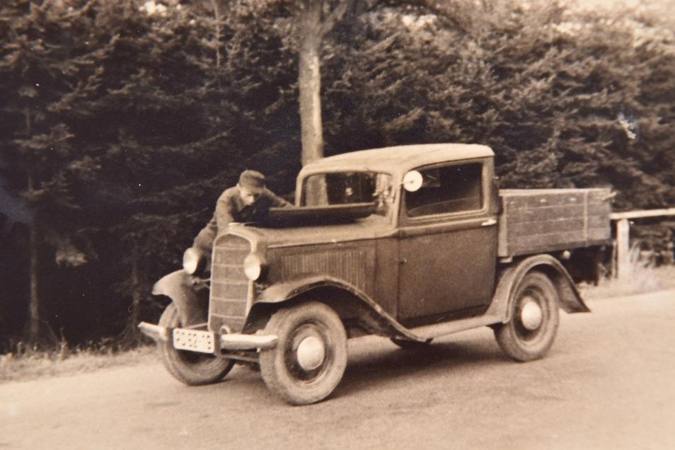 Schlosserei Büttner Altenberg Mit diesem wieder aufgebauten Opel ging es nach dem Krieg wieder los.