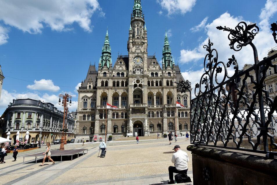 Blick auf das Rathaus und den Marktplatz von Liberec. Seit über einem Jahr gibt's kaum Touristen.