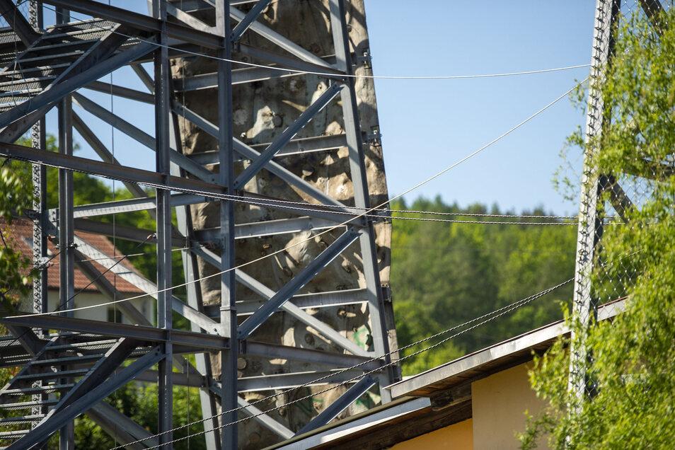 Am Kletterturm entsteht derzeit ein neuer Hochseilgarten - insgesamt 25 Meter hoch.