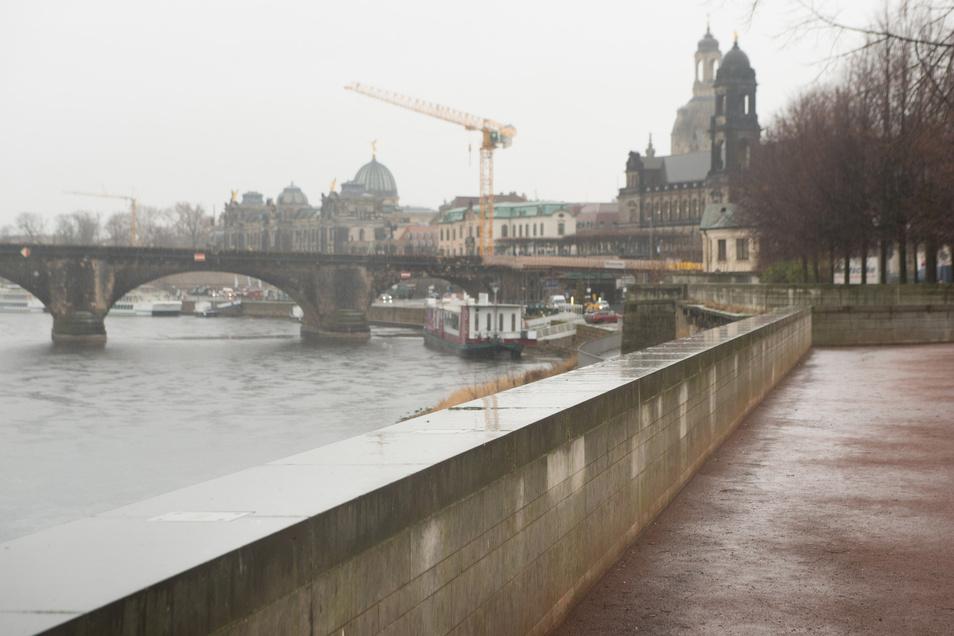 Insgesamt 3,6 Kilometer lang sind die Mauern- wie hier am Landtag - und Wälle, die die Innenstadt schützen