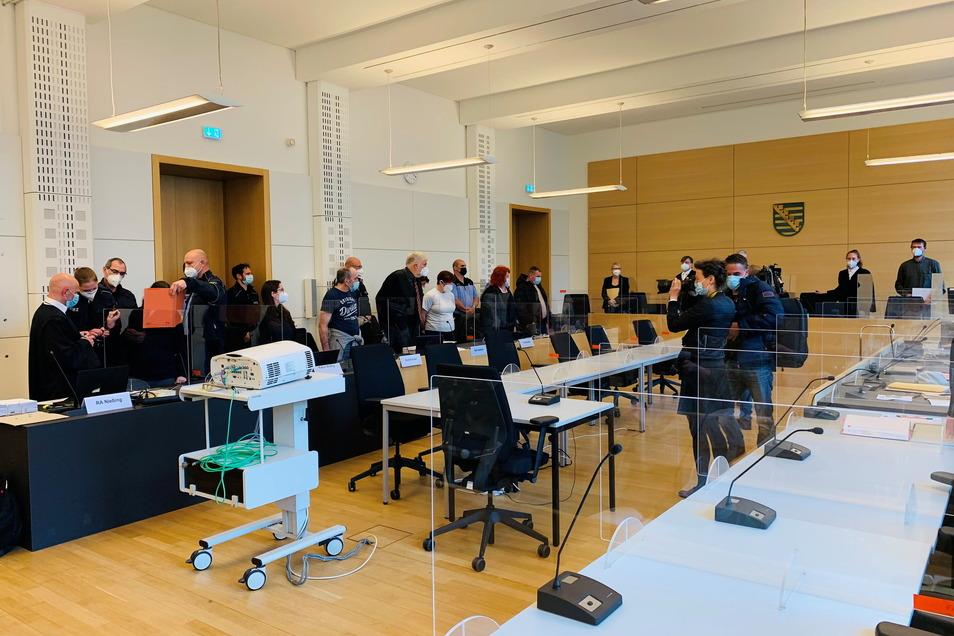 Am vergangenen Mittwoch begann am Landgericht Dresden die Hauptverhandlung gegen zwei Frauen und zwei Männer aus Großenhain.