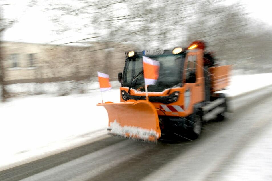 Der Schneepflug sorgt bei Anwohnern und Grundstücksbesitzern nicht nur für Freude.