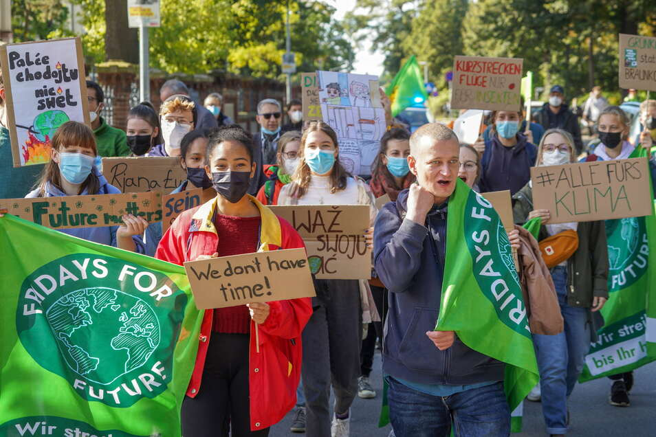 Etwa 40 Leute haben am Freitag in Bautzen beim Klimastreik mitgemacht. Auch in anderen Städten gingen Anhänger der Klimaschutz-Bewegung Fridays for Future auf die Straße.