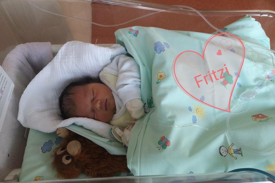 Fritzi, geboren am 24. November, Geburtsort: Pirna, Gewicht: 4.370 Gramm, Größe: 53 Zentimeter, Eltern: Sarah Mühle und Thomas Kälkert, Wohnort: Pirna