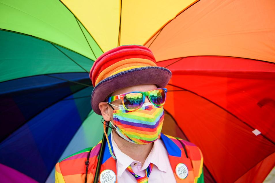Wegen der mutmaßlichen Diskriminierung von Homosexuellen leitet die EU-Kommission rechtliche Schritte gegen Ungarn und Polen ein.