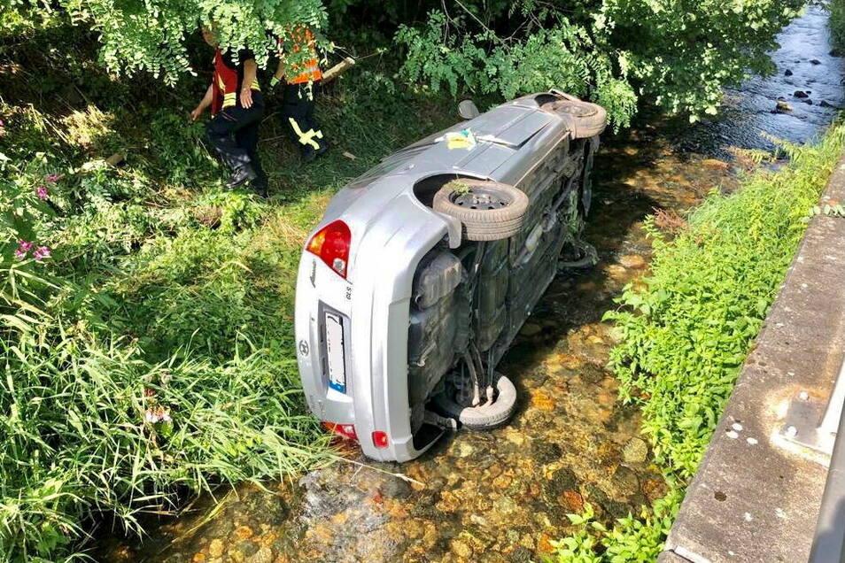 Der verunglückte Hyundai in der Seidewitz.