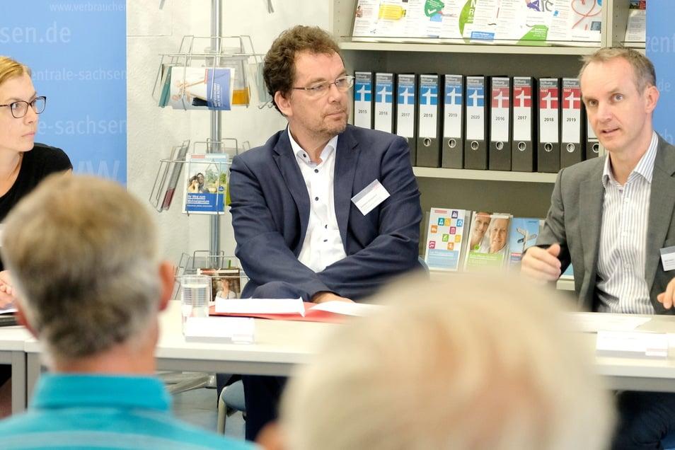 Andreas Eichhorst (Mitte) ist diplomierter Verwaltungswirt und seit 2016 Vorstand der Verbraucherzentrale Sachsen.