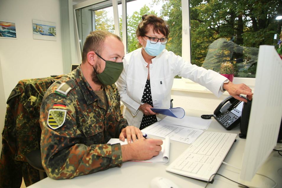 Seit Ende Oktober wird das Gesundheitsamt des Landkreises unter Leitung von Amtsärztin Dr. Annelie Jordan von Soldaten der Bundeswehr unterstützt. Doch es sind weitere Helfer für die Kontaktermittlung nötig.