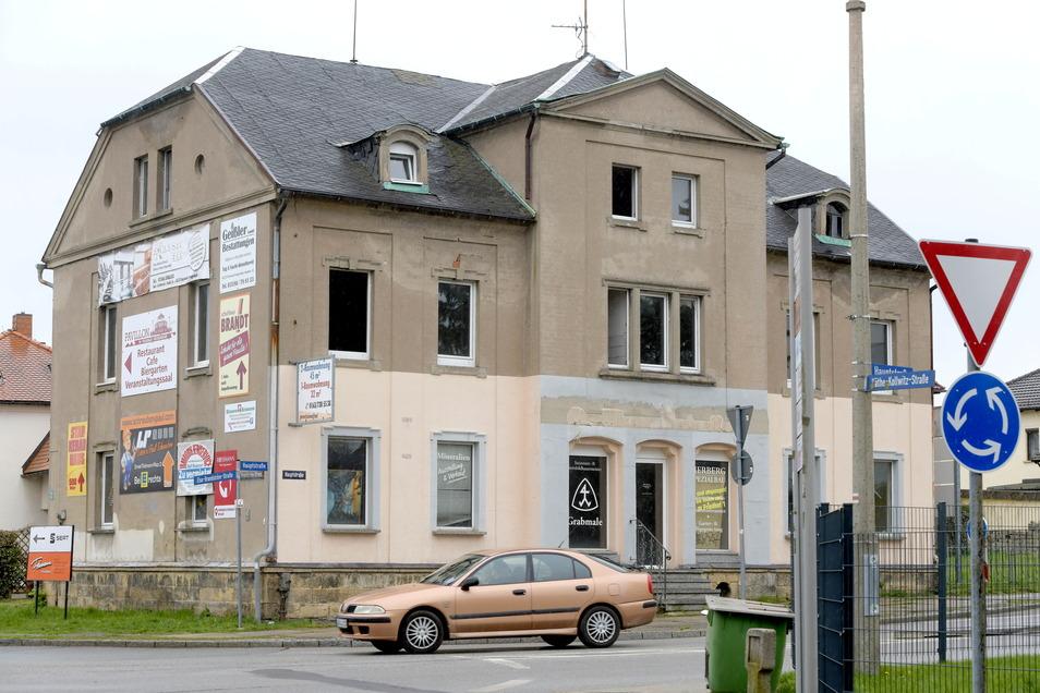 Das Haus an der Hauptstraße in Neugersdorf war schon zuvor marode. Das Feuer habe ihm den Rest gegeben, so Ortswehrleiter Torsten Kriegel.