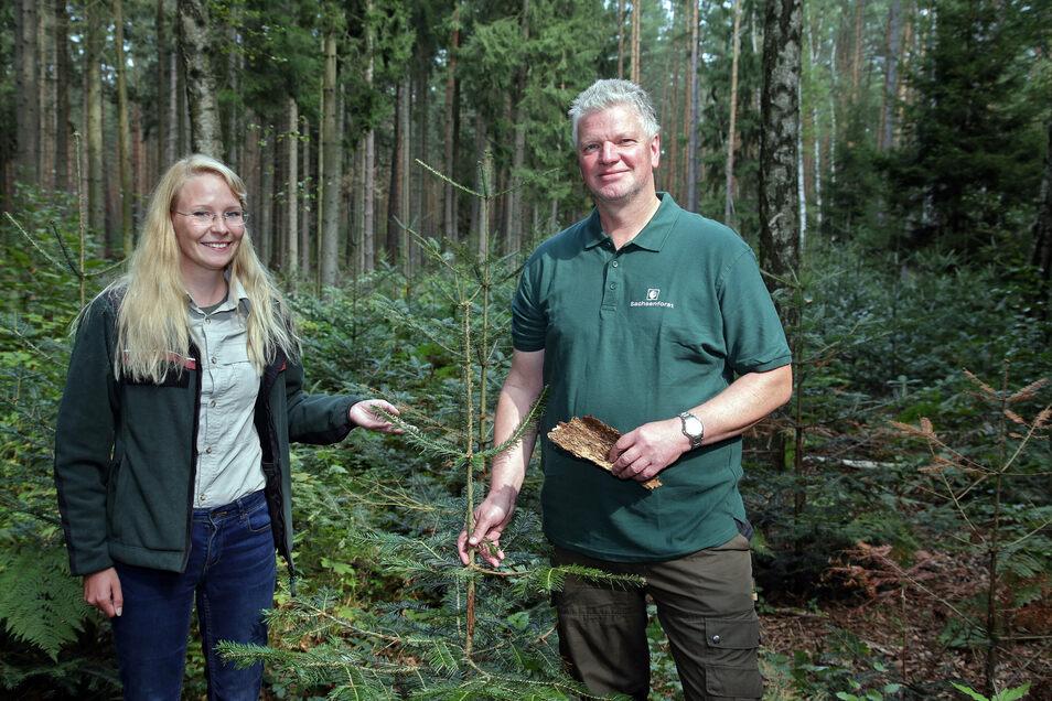 Nationalparkmitarbeiterin Beke Hielscher, Revierförster Frank Wagner. Künftig sollen 75 Prozent des Gebietes Ruhezone sein.