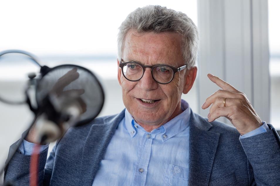 Thomas de Maiziére hat als ehemaliger Verteidigungsminister seine eigene Meinung über die Vorgänge in Afghanistan. Im Podcast von Sächsische.de spricht er darüber.