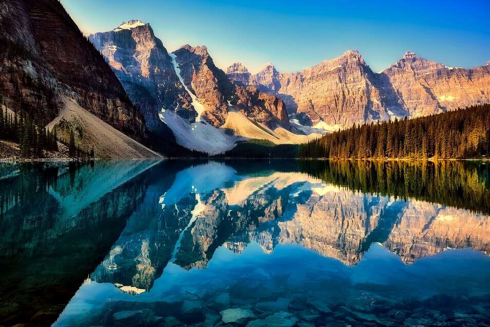 Überwältigender Anblick: der Moraine Lake in Kanada
