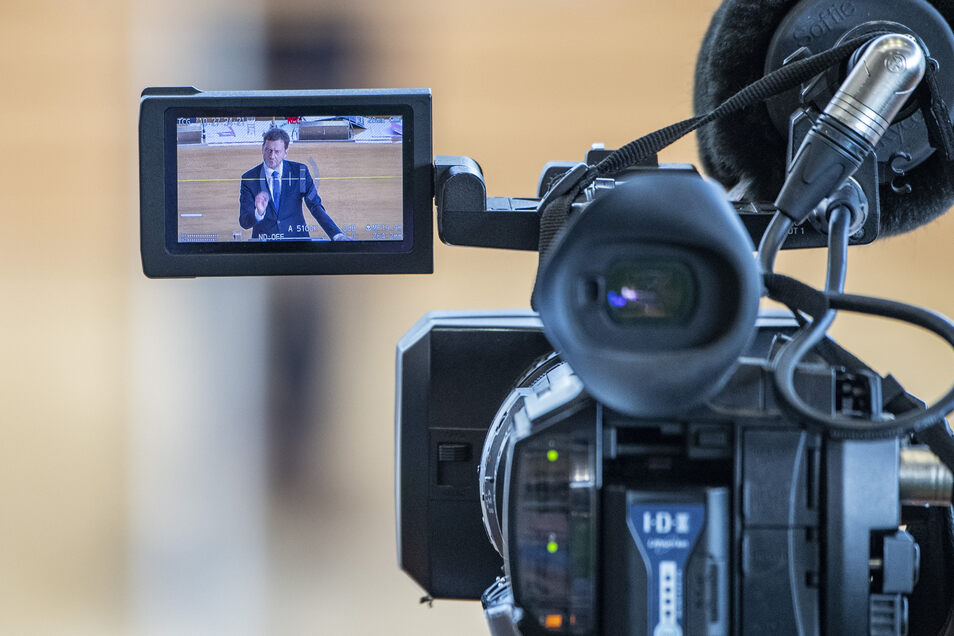 Sachsens Ministerpräsident Michael Kretschmer wird vom Fernsehen genau beobachtet – erst recht nach seinem Vorstoß zum Gebührenstreit.