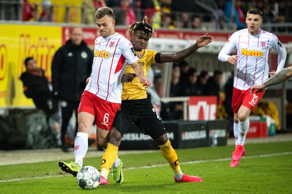 Winter-Leihgabe Godsway Donyoh kämpft um den Ball. Sein Engagement bei Dynamo gilt nur bis zum 30. Juni 2020.