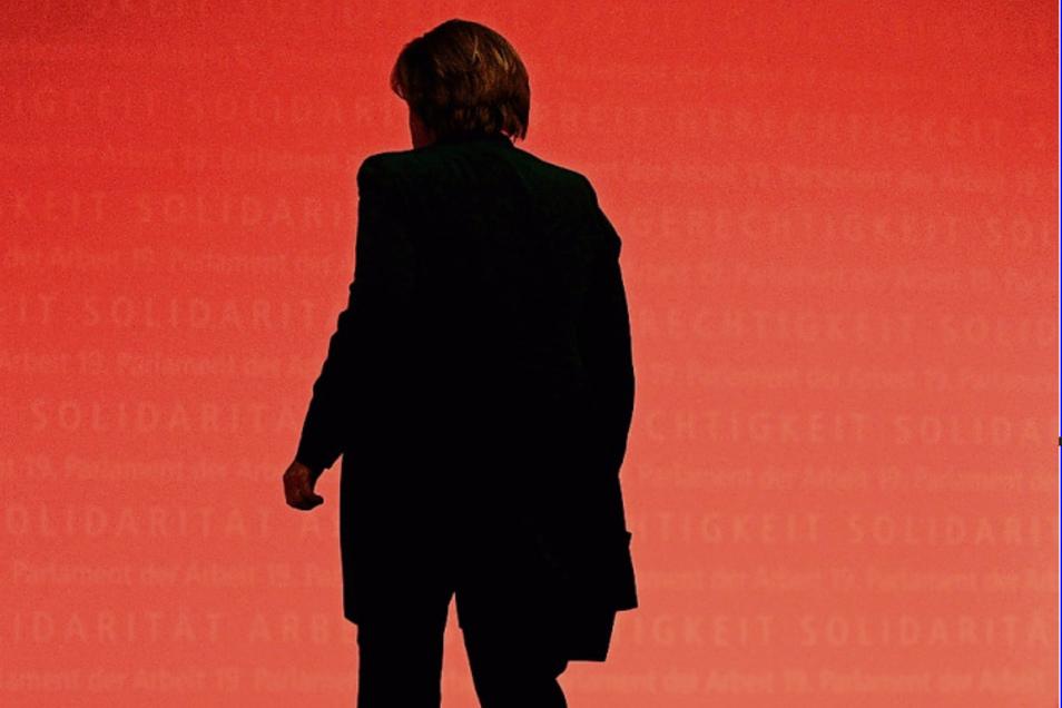 Angela Merkel hatte lange das Image einer Krisenmanagerin. Seit 2015 hat sich das geändert.
